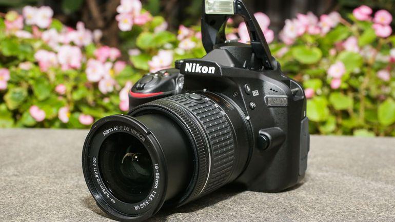 Фото на зеркальный фотоаппарат для начинающих темно-синего цвета