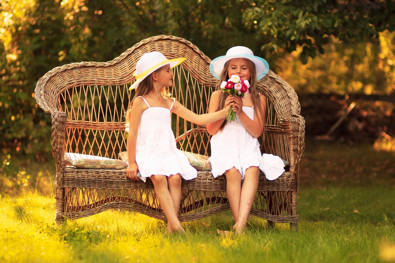 найдете самые фото подружки на скамейке можем похвастаться