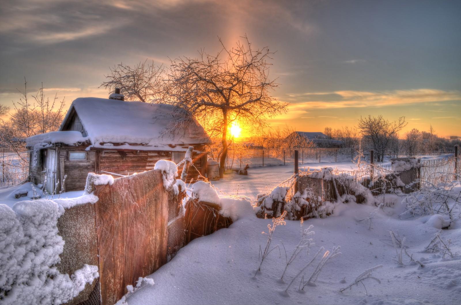 снег зима деревня рассвет скачать