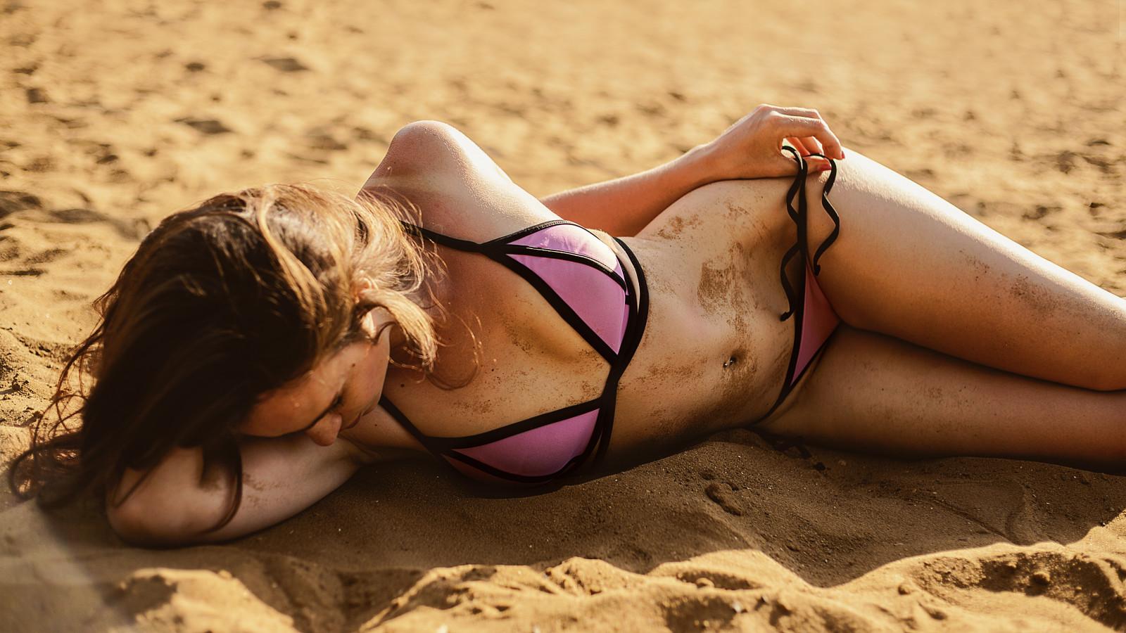 Девушки В Бикини На Пляже Видио