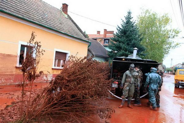 Фотографии венгерской катастрофы 2010.