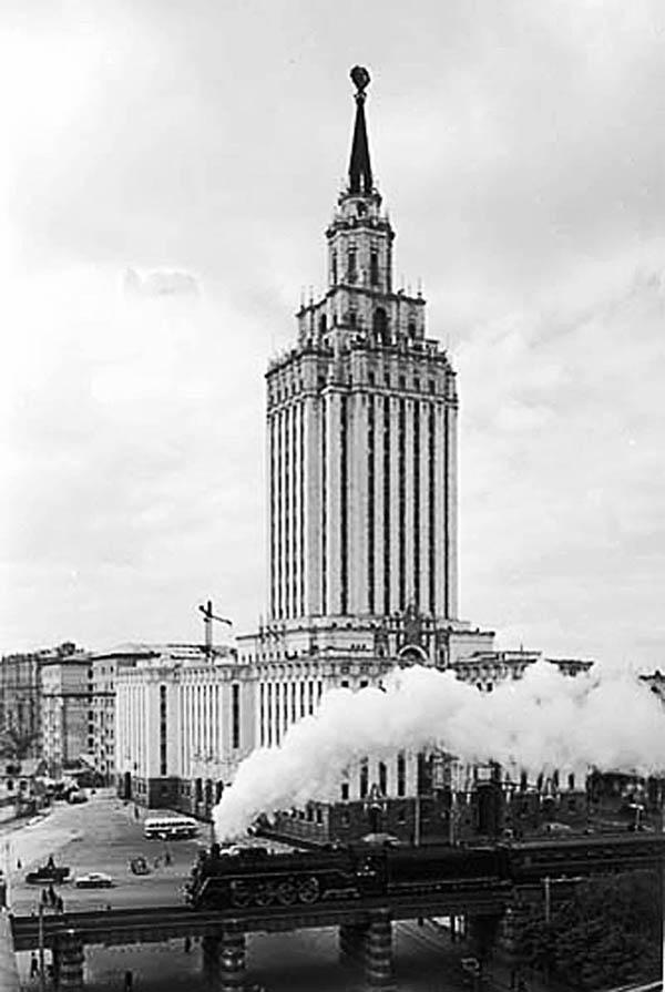 Выставка «Московские истории. ХХ век. Часть I»