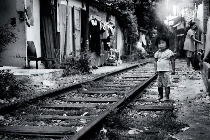 Дети в бедном квартале