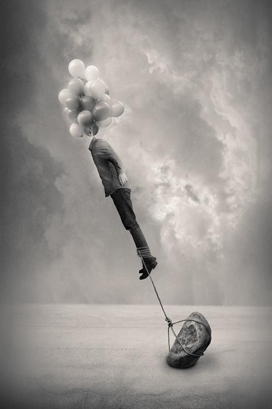 Абстрактная фотография. Человек с головой из воздушных шариков. Фото: Tommi Ingberg