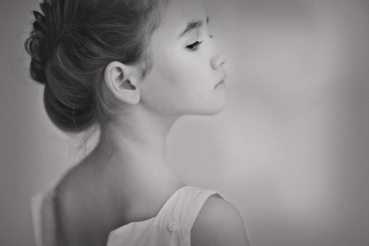 Черно-белое фото ребенка