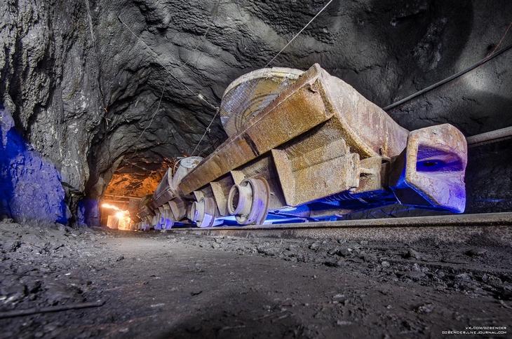 Вагонетка в шахте