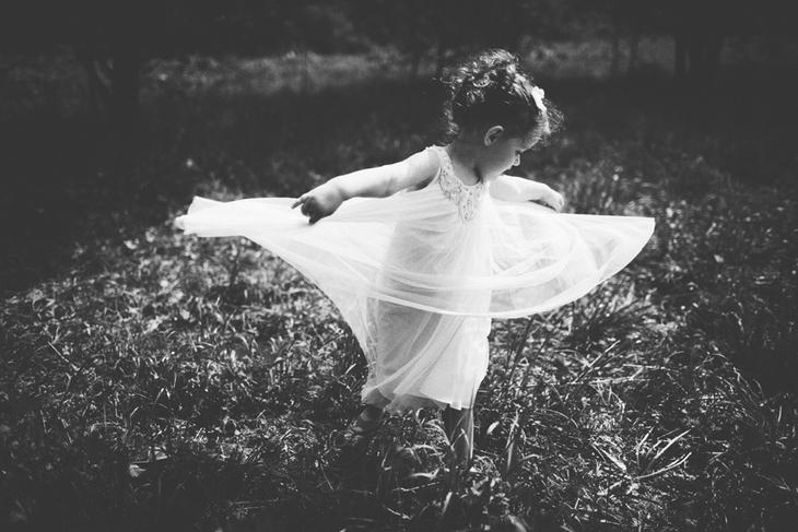 Черно-белое фото ребенка.  Детская фотография Наталии Федоровой