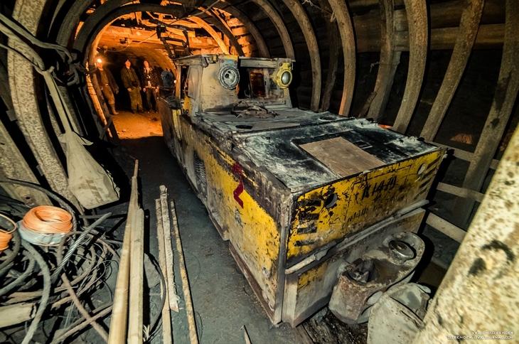 Электровоз в шахте