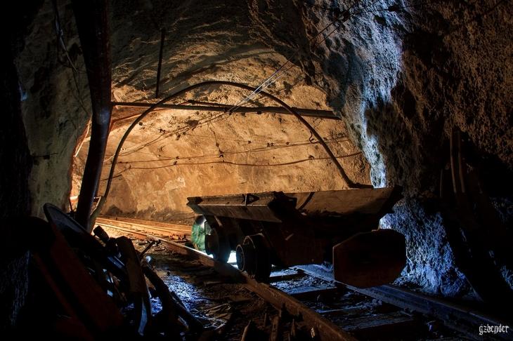 В тоннеле шахты