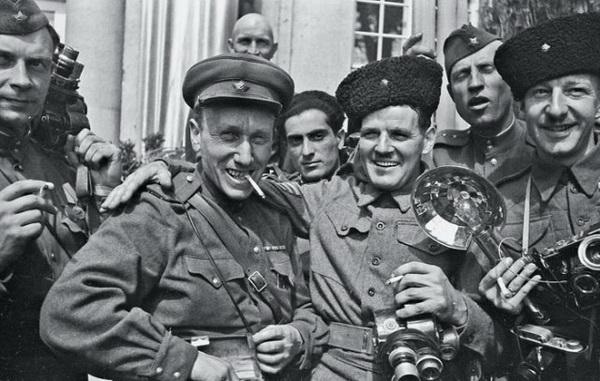 Военное фото солдат в мирное время.
