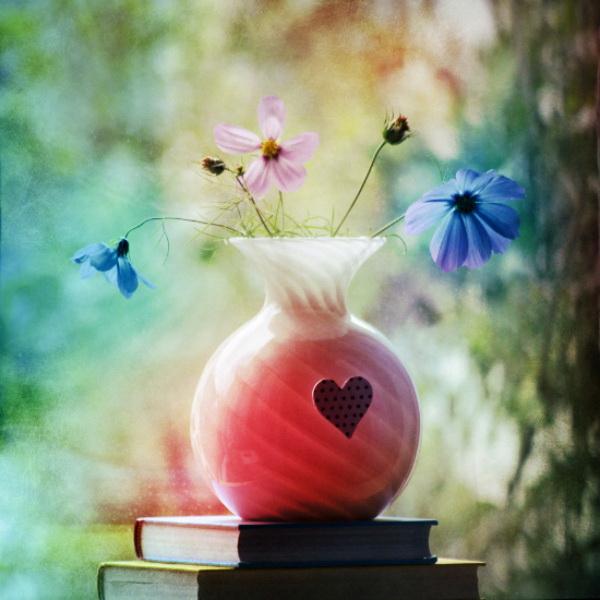 Натюрморт с цветами и книгами. Фото: Bebe Mozz