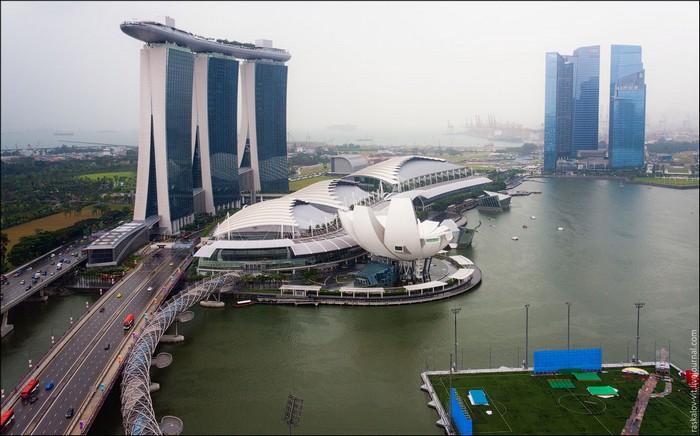 Отель Marina Bay Sands, Сингапур. Фото: Виталий Раскалов