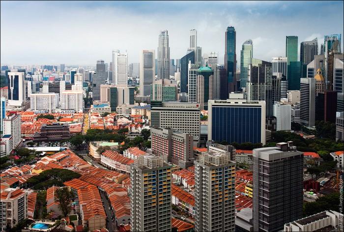 Контрасты Сингапура. Фото: Виталий Раскалов