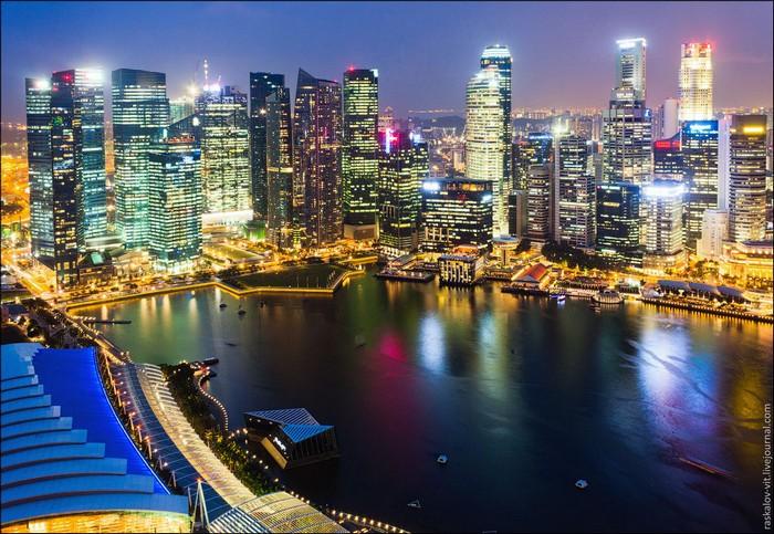 На крыше отеля Marina Bay Sands, Сингапур. Фото:.Виталий Раскалов