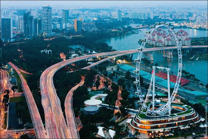 Вид на городскую трассу Марина Бей, Сингапур. Фото: Виталий Раскалов
