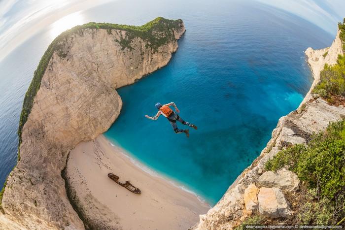 Прыжки с острова Закинф, Греция. Фото Вадима Махорова