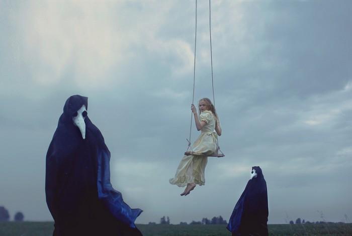 Девушка на качелях. Фото: Катерина Плотникова