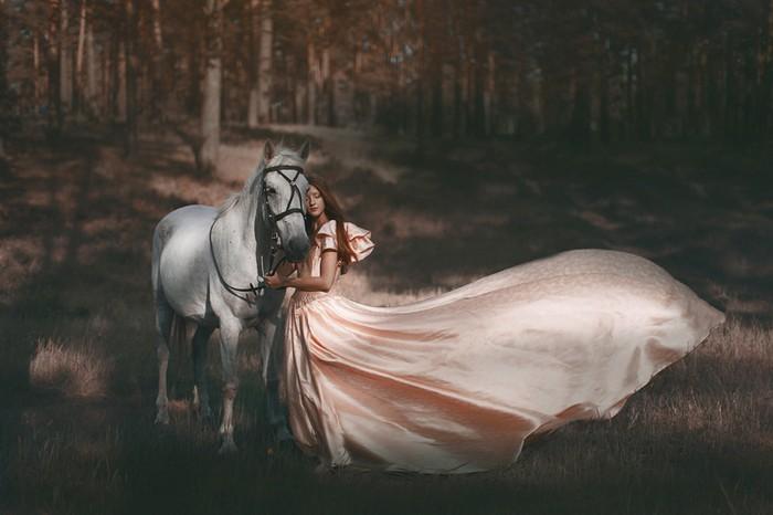 Девушка и лошадь. Фото: Катерина Плотникова
