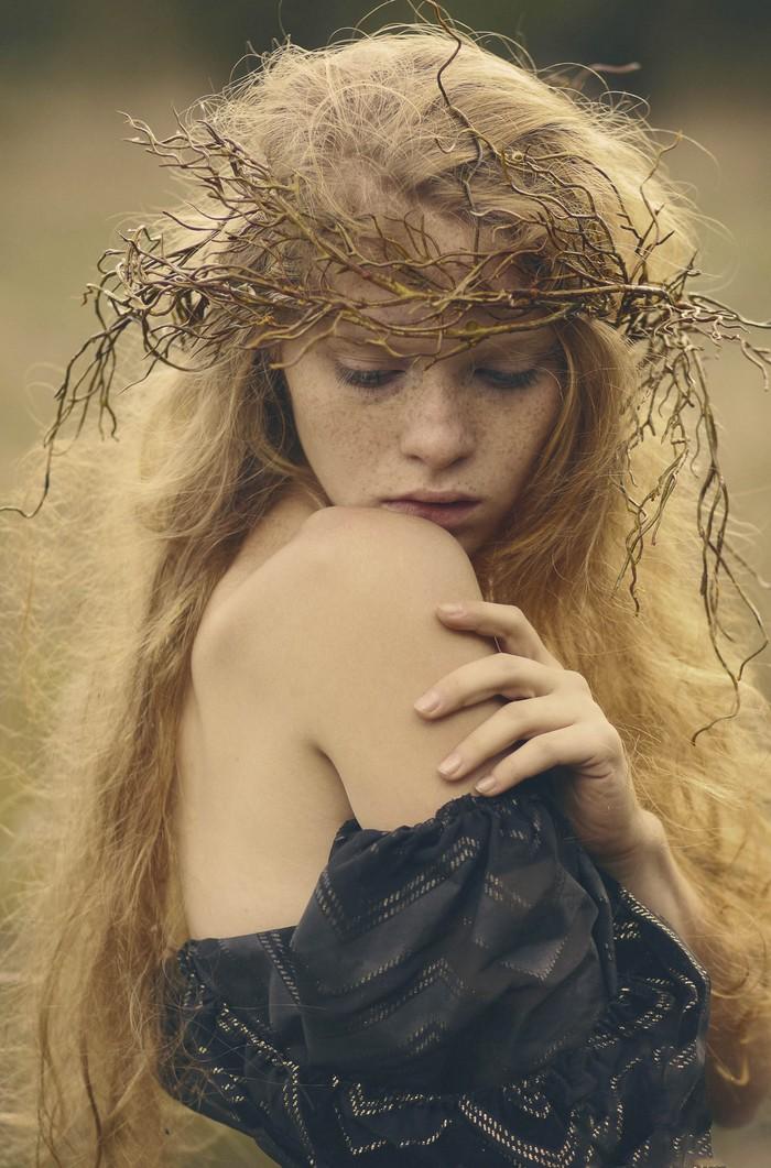Девушка в венке. Фото: Катерина Плотникова