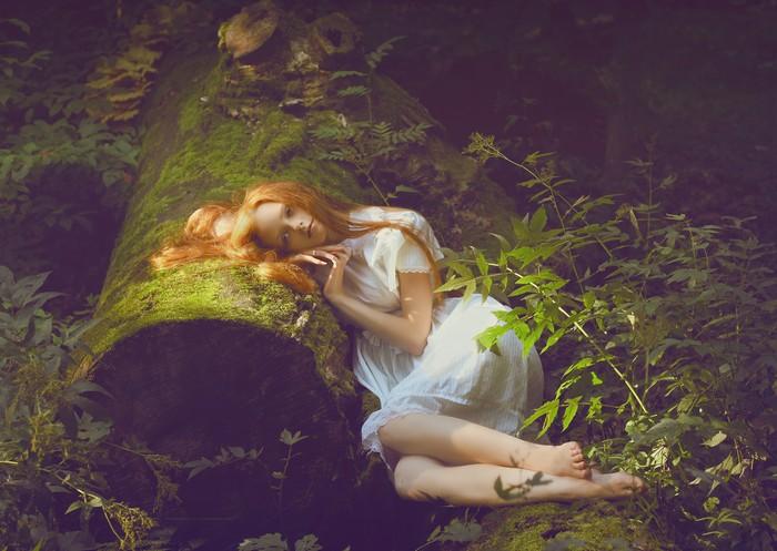 Девушка в лесу. Фото: Катерина Плотникова