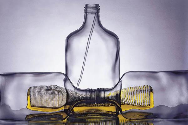 Олег Каплан - известный фотохудожник. Его творчество трудно описать словами. Его работы наполнены множеством ассоциаций.