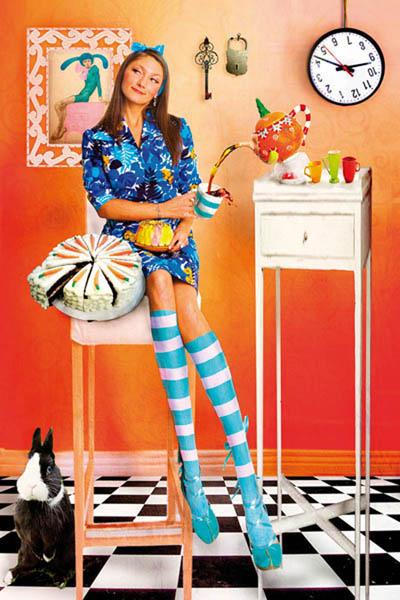Профессиональный фотограф Наталия Перегудова создала две чудесные серии, которые посвятила людям-фруктам, от которых хочется улыбаться и вернуться в лето, и сладкоежкам, являющимся воплощением женственности.