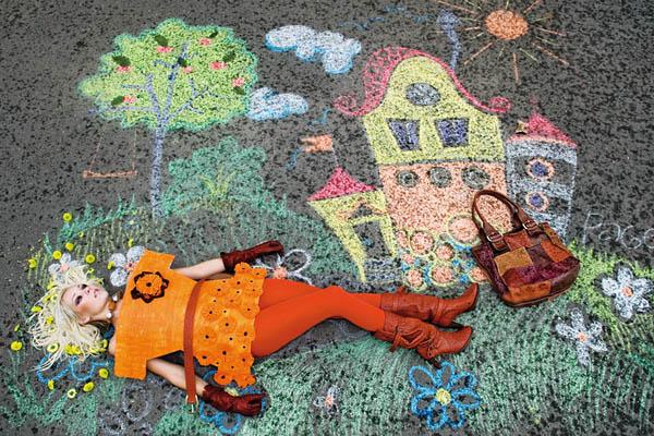 Фотограф Инна Ершова представляет проект «Бумажные куклы» Paper Dolls, который был снят в сентябре прошлого года. В этом проекте мода выражается через кукольную игру.