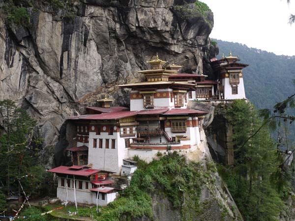 Монастырь Пунакха Дзонг Ежегодный фестиваль Бутана Цечу в фото.