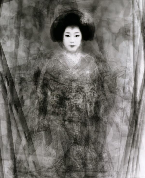 Кен Китано. Наше лицо: мегапортрет 30 Гейко и майко, танцующих весной особый танец Кио, город Миягава, Киото (Япония, 2003)